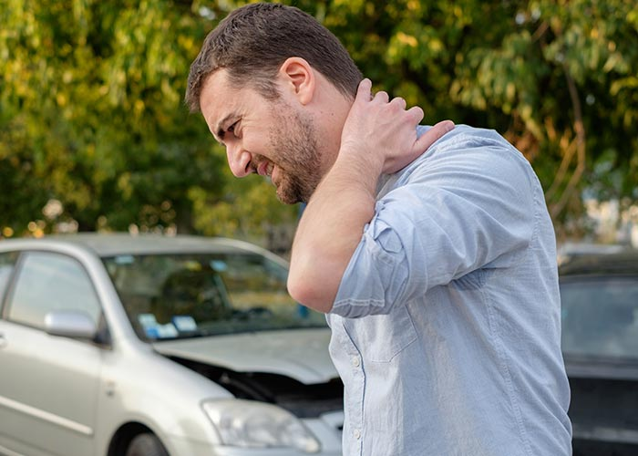 car accident chiropractor treating injuries